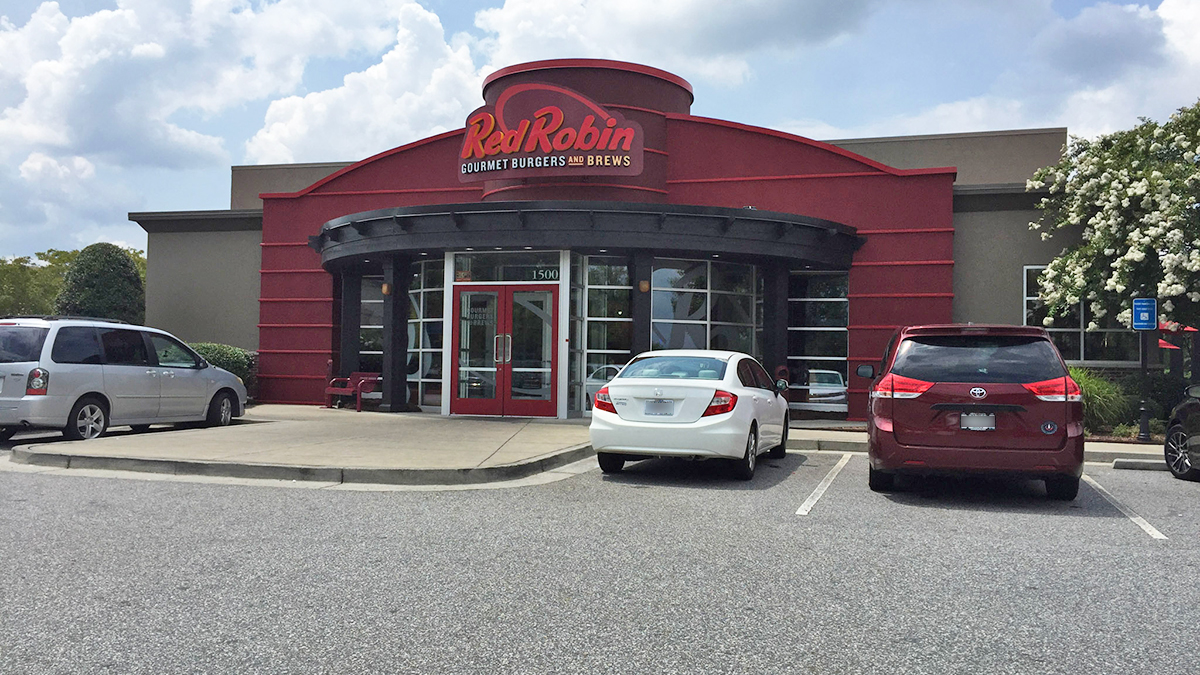 red-robin-snellville-outside